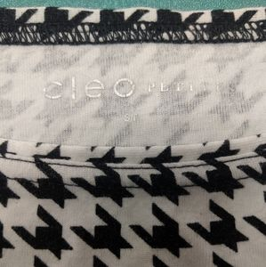 cleo Tops - Cleo Dogtooth patterned top